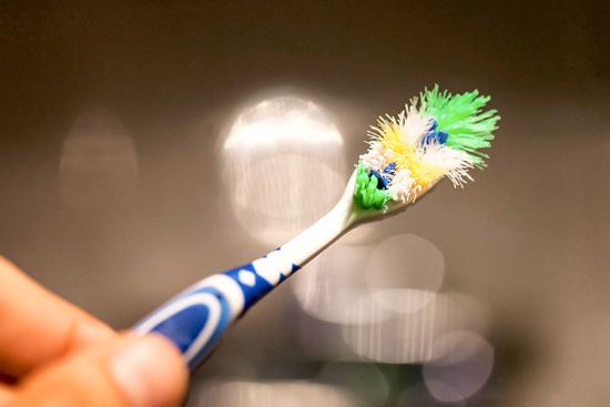 Rước cả ổ vi khuẩn với những thói quen sử dụng bàn chải đánh răng này